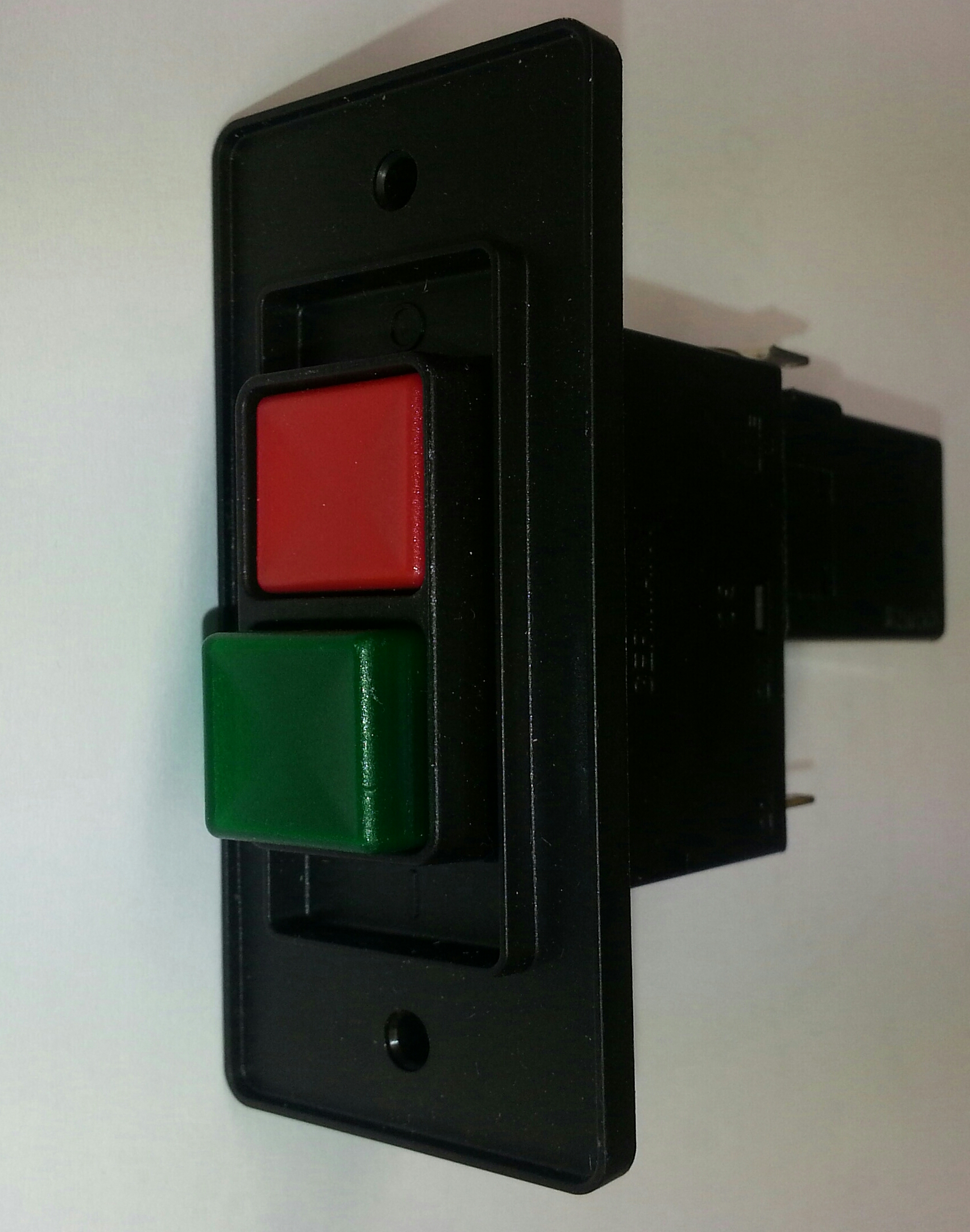 Push button on/off switch